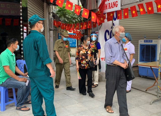 """Những điểm bầu cử """"đặc biệt"""" giữa lòng thủ đô Hà Nội - Ảnh 4."""