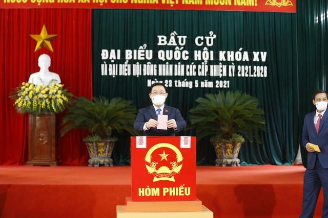 Chủ tịch Quốc hội: Qua cuộc bầu cử chúng ta càng thấy được sức mạnh trùng trùng điệp điệp của Nhân dân - Ảnh 1.