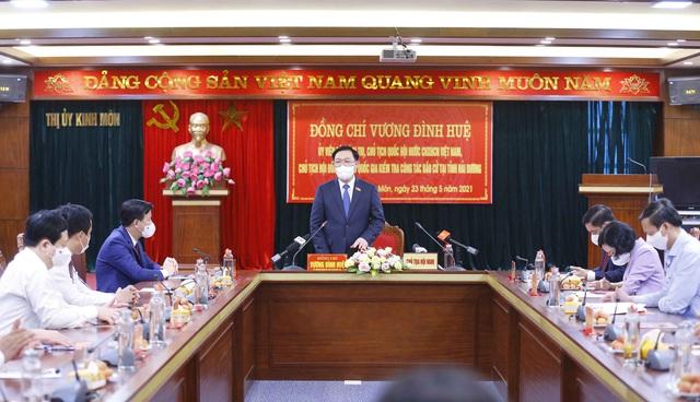 Chủ tịch Quốc hội Vương Đình Huệ kiểm tra công tác bầu cử tại tỉnh Hải Dương, huyện Đông Anh (Hà Nội) - Ảnh 1.