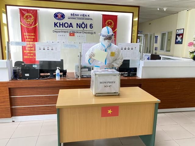 """Những điểm bầu cử """"đặc biệt"""" giữa lòng Thủ đô Hà Nội - Ảnh 2."""
