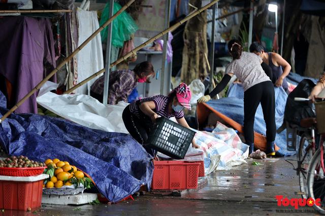 Hà Nội: phong tỏa tạm thời chợ Xanh Văn Quán vì có ca nghi mắc Covid-19 ghé qua - Ảnh 4.