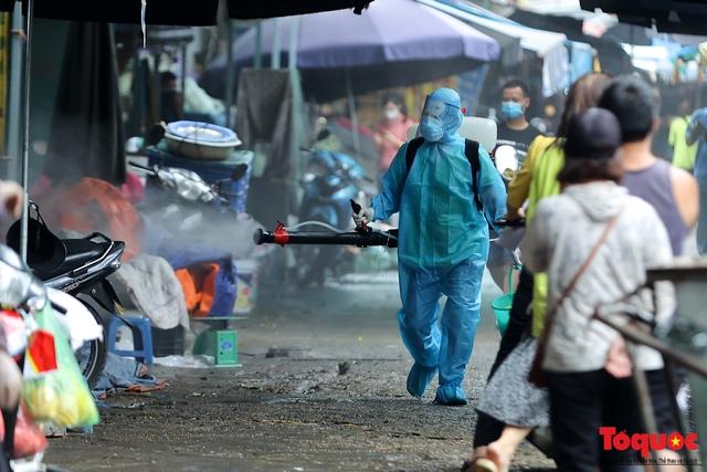 Hà Nội: phong tỏa tạm thời chợ Xanh Văn Quán vì có ca nghi mắc Covid-19 ghé qua - Ảnh 5.