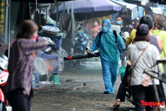 Hà Nội: phong tỏa tạm thời chợ Xanh Văn Quán vì có ca nghi mắc Covid-19 ghé qua - Ảnh 6.