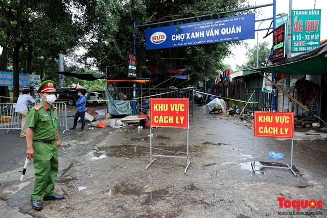 Hà Nội: phong tỏa tạm thời chợ Xanh Văn Quán vì có ca nghi mắc Covid-19 ghé qua - Ảnh 1.