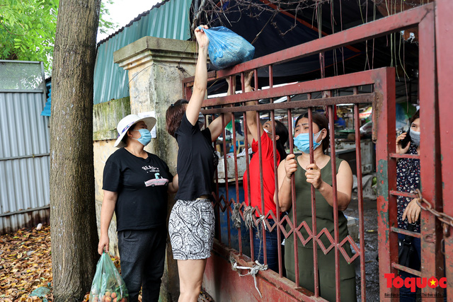 Hà Nội: phong tỏa tạm thời chợ Xanh Văn Quán vì có ca nghi mắc Covid-19 ghé qua - Ảnh 7.