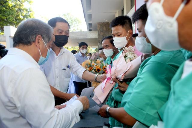 Đoàn thầy thuốc Bệnh viện Trung ương Huế lên đường hỗ trợ Bắc Giang chống dịch COVID-19 - Ảnh 2.