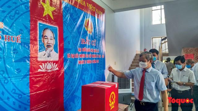 Nhiều tỉnh, thành ở miền Trung và Tây Nguyên công bố các đại biểu trúng cử HĐND  - Ảnh 2.