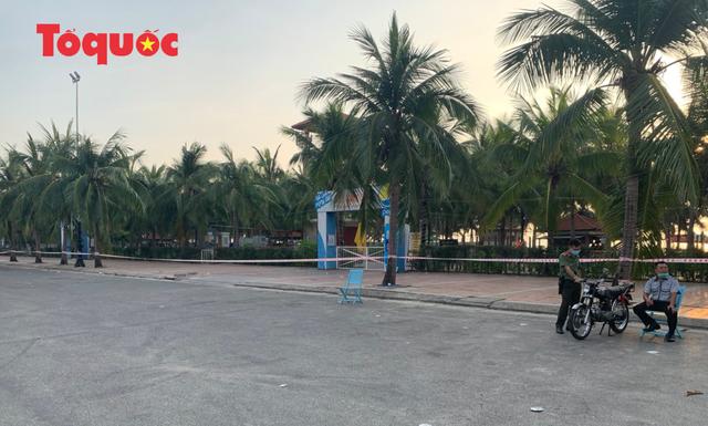 Biển Đà Nẵng vắng hoe, tạm đóng cửa bán đảo Sơn Trà - Ảnh 3.
