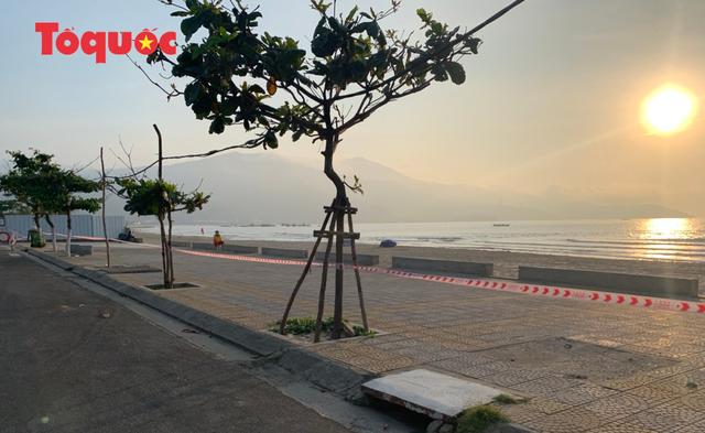 Biển Đà Nẵng vắng hoe, tạm đóng cửa bán đảo Sơn Trà - Ảnh 5.