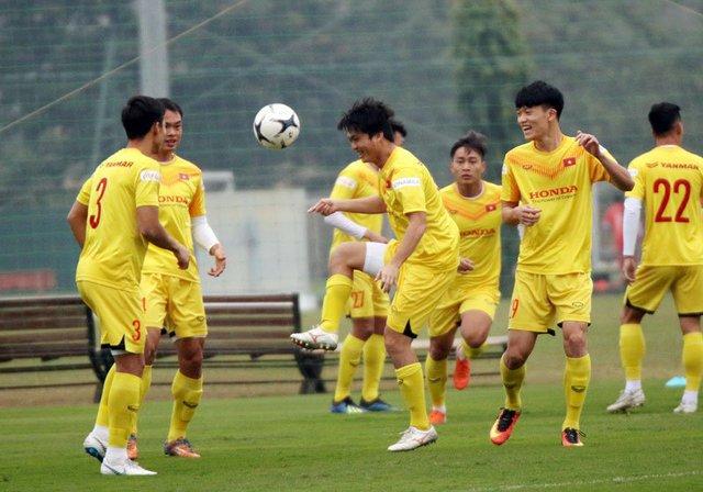 Đội tuyển Việt Nam đổi kế hoạch tập luyện do ảnh hưởng của dịch - Ảnh 1.