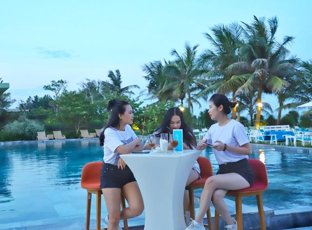 Cận cảnh quán bar biển lộng gió vừa ra mắt tại Sầm Sơn, Quy Nhơn - Ảnh 3.