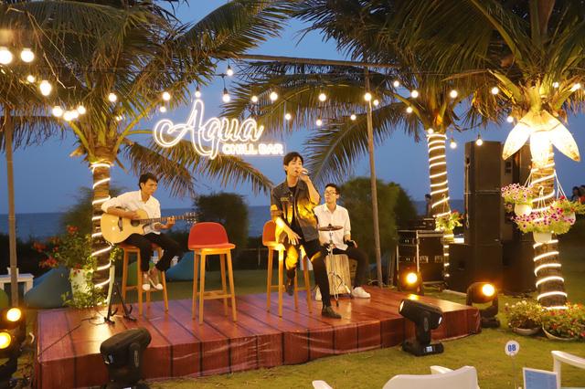 Cận cảnh quán bar biển lộng gió vừa ra mắt tại Sầm Sơn, Quy Nhơn - Ảnh 5.