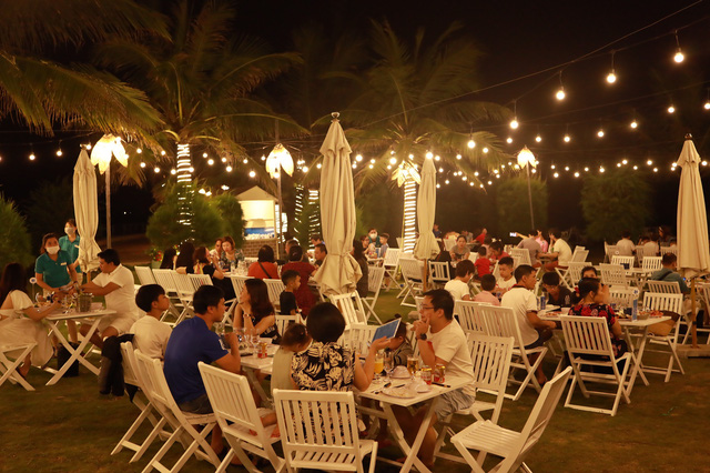 Cận cảnh quán bar biển lộng gió vừa ra mắt tại Sầm Sơn, Quy Nhơn - Ảnh 6.
