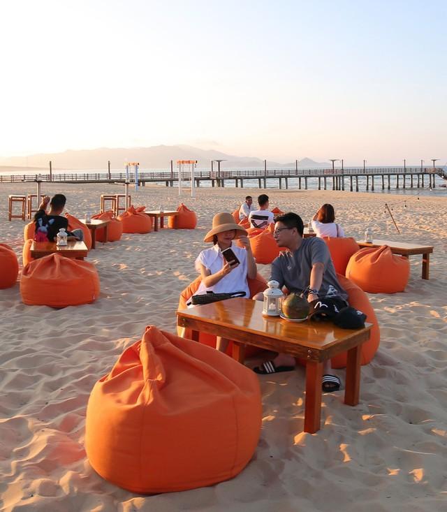 Cận cảnh quán bar biển lộng gió vừa ra mắt tại Sầm Sơn, Quy Nhơn - Ảnh 8.