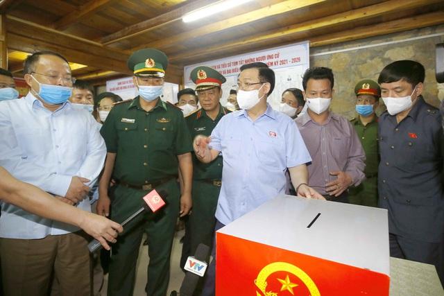 Chủ tịch Quốc hội yêu cầu tỉnh Hà Giang ứng dụng công nghệ thông tin để tăng cường tương tác giữa người ứng cử với cử tri - Ảnh 2.