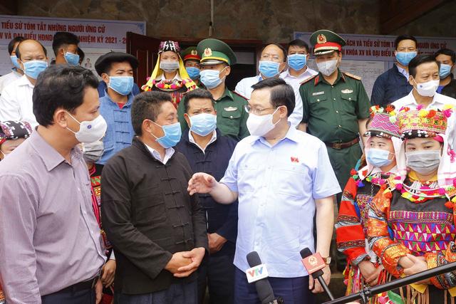 Chủ tịch Quốc hội yêu cầu tỉnh Hà Giang ứng dụng công nghệ thông tin để tăng cường tương tác giữa người ứng cử với cử tri - Ảnh 1.