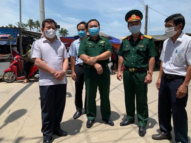 Quảng Ngãi cho học sinh nghỉ học từ trưa nay, phong tỏa khu vực nam thanh niên dương tính SARS-CoV-2 sinh sống  - Ảnh 2.
