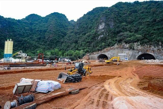 Xử lý nghiêm tập thể, cá nhân bao che hành vi đầu cơ, nâng giá vật liệu xây dựng cao tốc Bắc - Nam   - Ảnh 1.