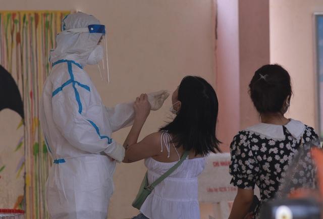 Đà Nẵng: Xét nghiệm Covid-19 cho 10.000 người phục vụ bầu cử, chiều nay ghi nhận thêm 2 ca dương tính SARS-CoV-2 - Ảnh 2.