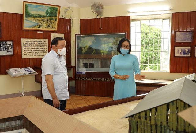Bộ trưởng Nguyễn Văn Hùng thăm Di tích lịch sử cấp Quốc gia Ngục Kon Tum và Bảo tàng tỉnh Kon Tum - Ảnh 3.