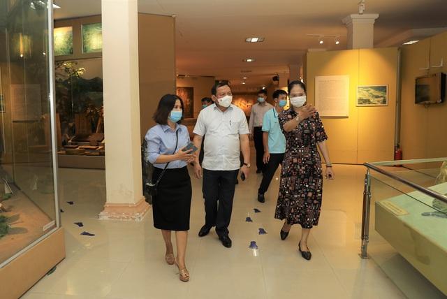 Bộ trưởng Nguyễn Văn Hùng thăm Di tích lịch sử cấp Quốc gia Ngục Kon Tum và Bảo tàng tỉnh Kon Tum - Ảnh 6.