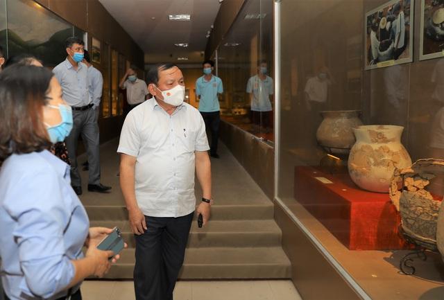 Bộ trưởng Nguyễn Văn Hùng thăm Di tích lịch sử cấp Quốc gia Ngục Kon Tum và Bảo tàng tỉnh Kon Tum - Ảnh 7.