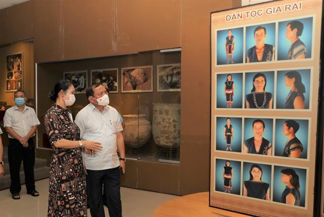 Bộ trưởng Nguyễn Văn Hùng thăm Di tích lịch sử cấp Quốc gia Ngục Kon Tum và Bảo tàng tỉnh Kon Tum - Ảnh 8.