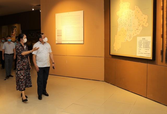 Bộ trưởng Nguyễn Văn Hùng thăm Di tích lịch sử cấp Quốc gia Ngục Kon Tum và Bảo tàng tỉnh Kon Tum - Ảnh 9.