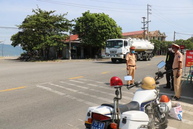 Thừa Thiên Huế cho phép một số hoạt động, dịch vụ hoạt động trở lại; Quảng Nam không kiểm soát, cách ly người từ Đà Nẵng vào  - Ảnh 1.