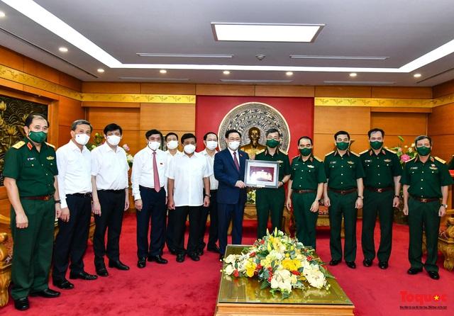 Chủ tịch Quốc hội Vương Đình Huệ làm việc tại Viện Nghiên cứu y dược học quân sự và Học viện Quân y - Ảnh 10.
