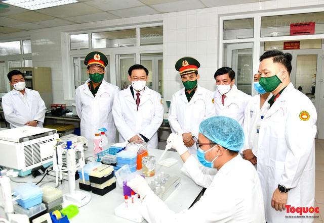Chủ tịch Quốc hội Vương Đình Huệ làm việc tại Viện Nghiên cứu y dược học quân sự và Học viện Quân y - Ảnh 1.