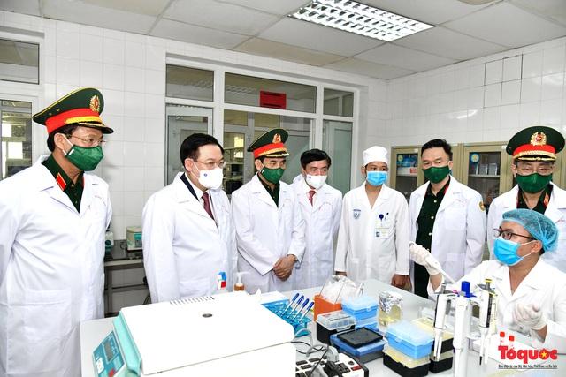 Chủ tịch Quốc hội Vương Đình Huệ làm việc tại Viện Nghiên cứu y dược học quân sự và Học viện Quân y - Ảnh 2.