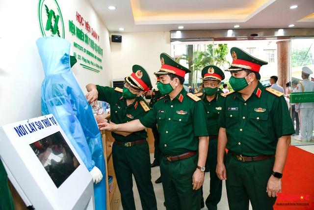 Chủ tịch Quốc hội Vương Đình Huệ làm việc tại Viện Nghiên cứu y dược học quân sự và Học viện Quân y - Ảnh 8.