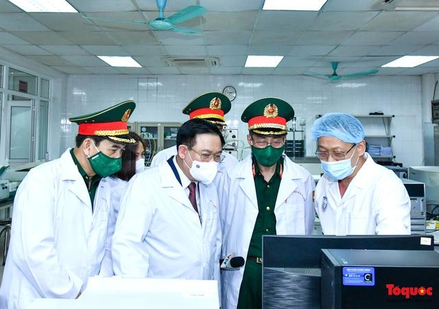 Chủ tịch Quốc hội Vương Đình Huệ làm việc tại Viện Nghiên cứu y dược học quân sự và Học viện Quân y - Ảnh 3.