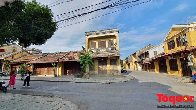 Nhiều hàng quán ở phố cổ Hội An vẫn chưa mở cửa dù đã được phép - Ảnh 8.