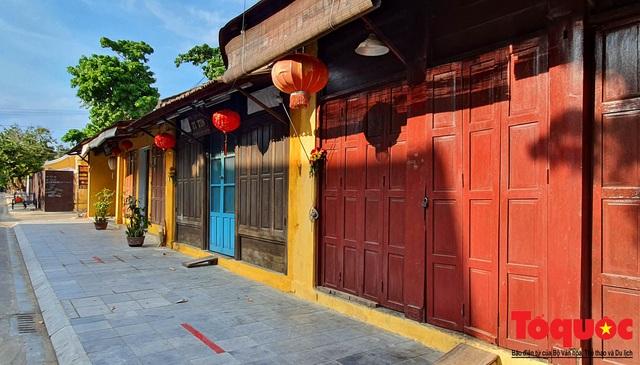 Nhiều hàng quán ở phố cổ Hội An vẫn chưa mở cửa dù đã được phép - Ảnh 2.