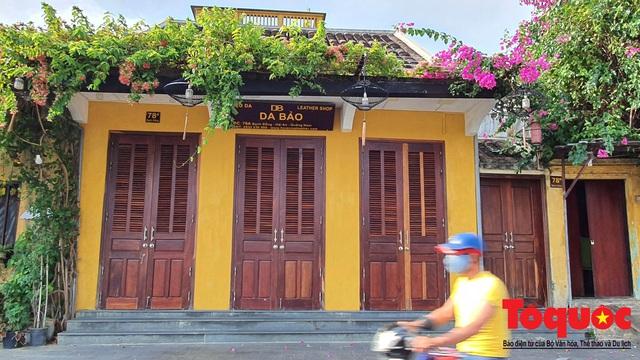 Nhiều hàng quán ở phố cổ Hội An vẫn chưa mở cửa dù đã được phép - Ảnh 5.