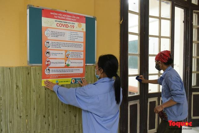 Hà Nội phun khử khuẩn, vệ sinh lớp học sẵn sàng cho kỳ thi vào lớp 10 - Ảnh 10.
