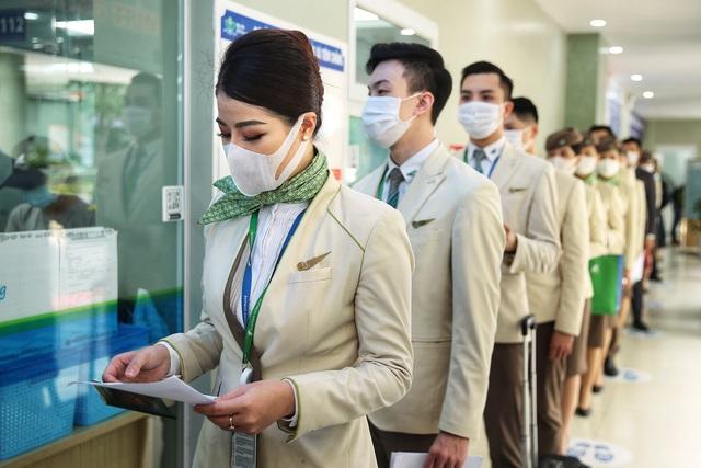 Hàng nghìn cán bộ nhân viên Bamboo Airways tiêm vaccine phòng Covid-19 - Ảnh 1.
