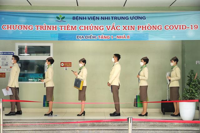 Hàng nghìn cán bộ nhân viên Bamboo Airways tiêm vaccine phòng Covid-19 - Ảnh 2.