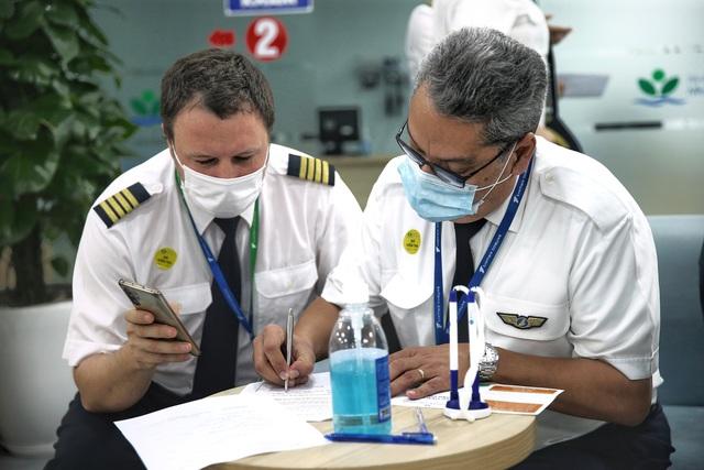 Hàng nghìn cán bộ nhân viên Bamboo Airways tiêm vaccine phòng Covid-19 - Ảnh 3.