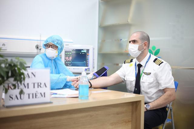 Hàng nghìn cán bộ nhân viên Bamboo Airways tiêm vaccine phòng Covid-19 - Ảnh 4.
