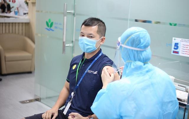 Hàng nghìn cán bộ nhân viên Bamboo Airways tiêm vaccine phòng Covid-19 - Ảnh 7.