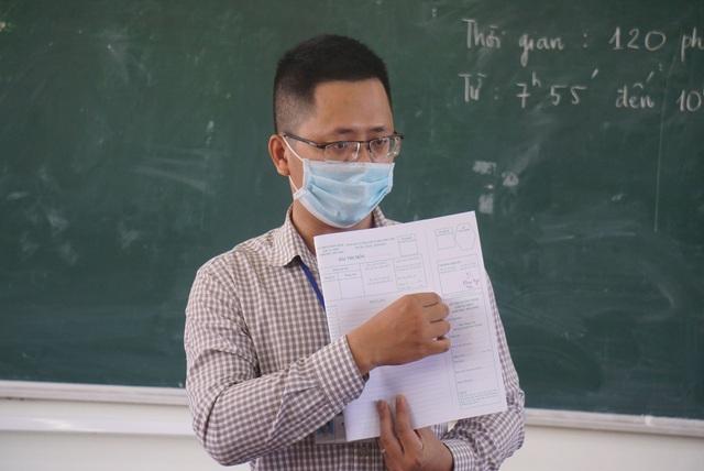 Thí sinh Đà Nẵng đeo khẩu trang, ngồi giãn cách dự thi vào lớp 10 - Ảnh 9.