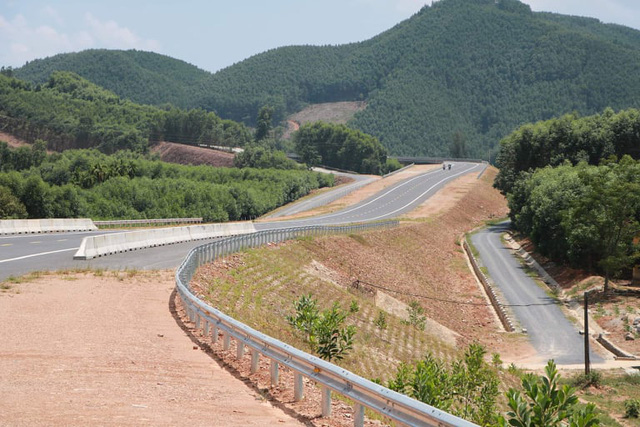 Chính phủ quyết cơ chế đặc thù gỡ vướng nguồn vật liệu xây dựng cao tốc Bắc-Nam - Ảnh 1.