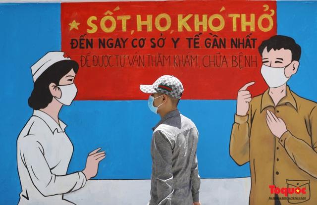 """Cận cảnh """"Con đường bích họa tuyên truyền phòng chống dịch bệnh Covid-19"""" ở Hà Nội - Ảnh 6."""