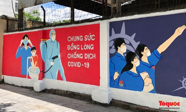 """Cận cảnh """"Con đường bích họa tuyên truyền phòng chống dịch bệnh Covid-19"""" ở Hà Nội - Ảnh 8."""