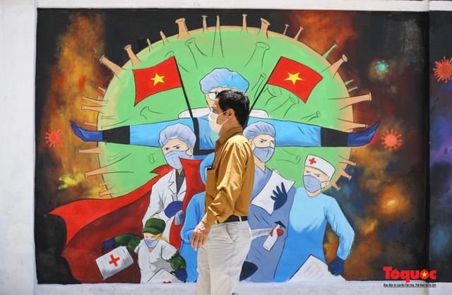 """Cận cảnh """"Con đường bích họa tuyên truyền phòng chống dịch bệnh Covid-19"""" ở Hà Nội - Ảnh 13."""