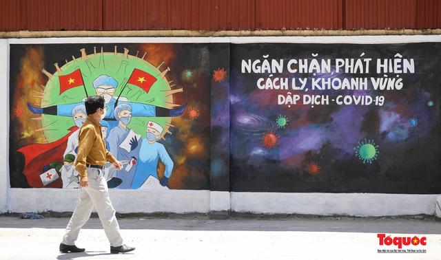 """Cận cảnh """"Con đường bích họa tuyên truyền phòng chống dịch bệnh Covid-19"""" ở Hà Nội - Ảnh 1."""