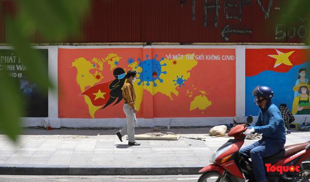 """Cận cảnh """"Con đường bích họa tuyên truyền phòng chống dịch bệnh Covid-19"""" ở Hà Nội - Ảnh 15."""